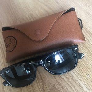 Authentic Ray-ban classic wayfarer sunglasses
